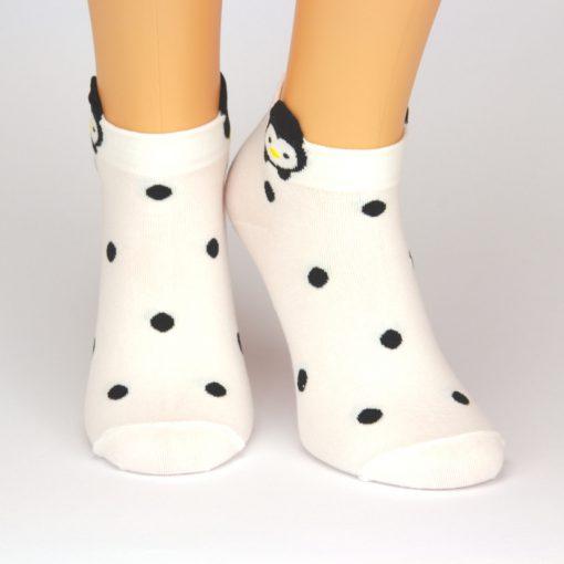 weiße Sneaker Socken mit schwarzen Punkten