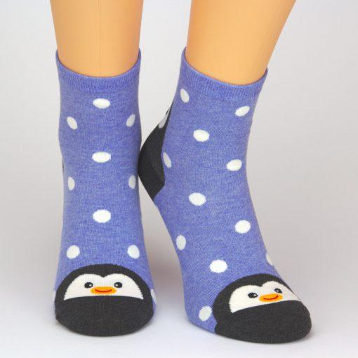 Socken in blaub mit Pinguin Tiermotiv und weißen Punkten