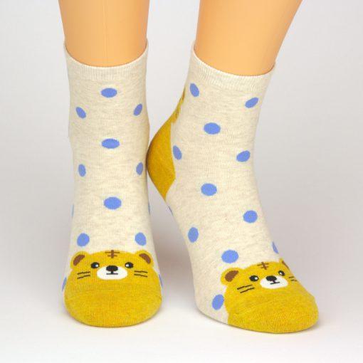 Socken in beige mit Löwen-Motiv und blauen Punkten