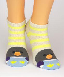 Charaktersocken mit beige weißen Streifen und Pinguin