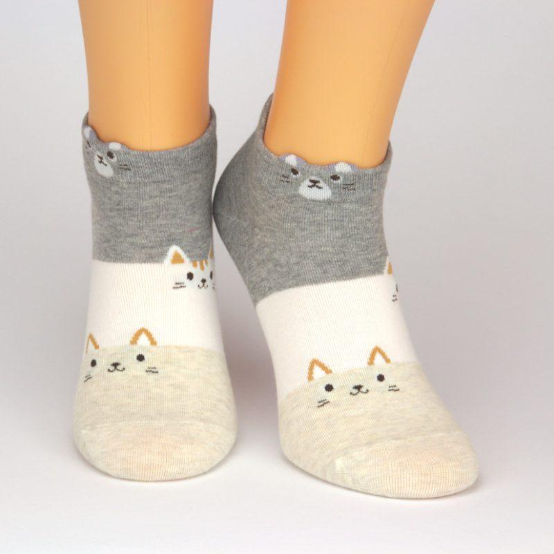 Socken in grau weiß und beige mit Tiermotiv