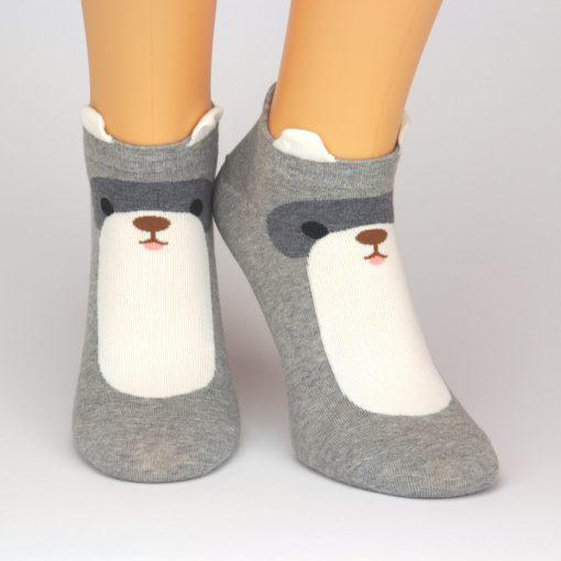 graue Sneaker Socken mit weißer Oberfläche und Ohren