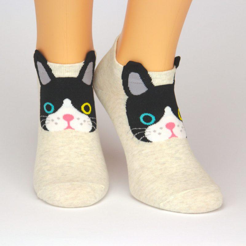beige Sneaker-Socken mit schwarzer Katze als Motiv