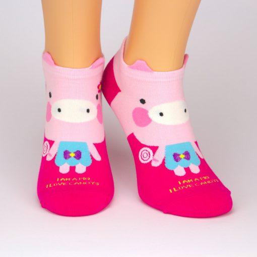 rote Sneaker Socken mit pinkem Schweinchen