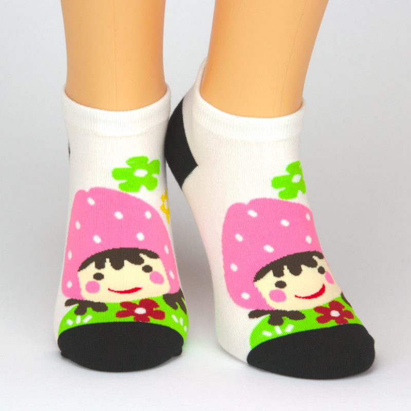 Socken Sneaker in weiß und schwarz mit Charakter-Motiv