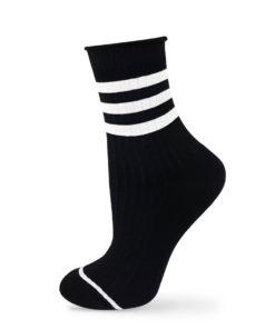 Schwarze Socken mit weißen Streifen