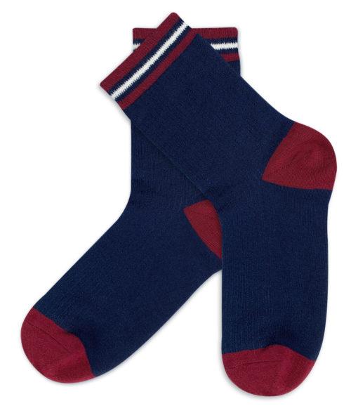 Blaue Socken mit rot