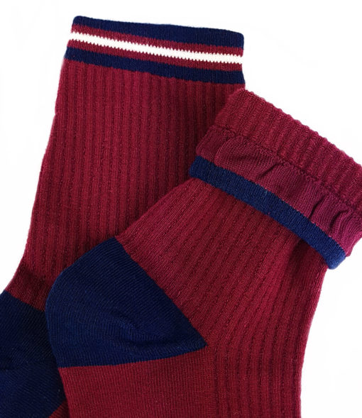 Bündchen rote Socken mit blauer Ferse