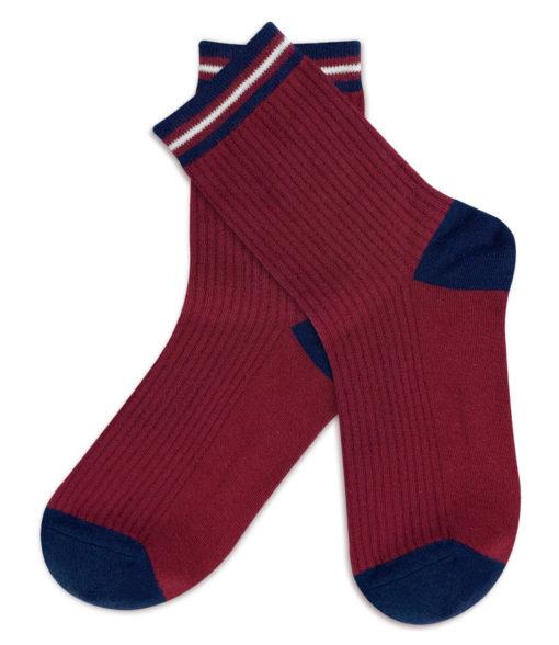 rote Socken mit blauen Fersen