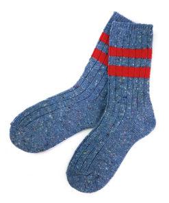 warme blaue Socken mit Streifen